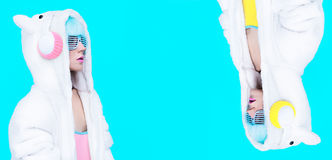 Девушка DJ плюшевого медвежонка Шальная партия зимы стоковая фотография rf