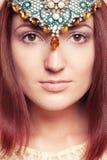 Девушка Elven с орнаментами на ее стороне Стоковая Фотография