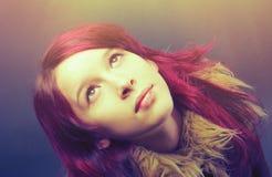 Девушка Emo с красными волосами Стоковое Изображение RF
