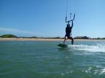 Девушка kitesurfing Стоковые Изображения RF