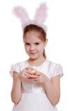 Девушка Liitle подготавливая для пасхи Стоковая Фотография RF