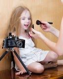 Девушка Litte перед фотосессией стоковое фото rf
