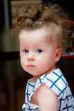 Девушка Llittle с вьющиеся волосы Стоковые Фотографии RF