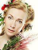 Девушка Lond с цветками в ее волосах Стоковые Фотографии RF