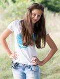 Девушка ofa портрета 14 лет в природе Стоковая Фотография RF