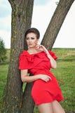 Девушка outdoors в платье 5 лета Стоковые Фото