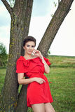 Девушка outdoors в платье 4 лета Стоковая Фотография RF