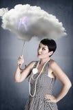 Девушка pin-вверх с зонтиком облака под штормом Стоковые Фото