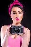 Девушка pin-вверх с старой камерой Стоковое Фото