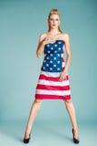 Девушка Pinup с американским флагом Стоковые Изображения RF