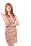 Девушка Redhead носит красочное и жизнерадостное платье Лето Стоковые Изображения RF