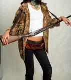 Девушка Seashore с оружием 12 стоковое фото rf