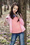 Девушка Selfie делая весну парка сторон Стоковые Фотографии RF
