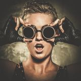 Девушка Steampunk с гуглит Стоковые Фото