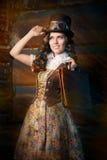 Девушка Steampunk с кожаной сумкой портфолио стоковая фотография rf
