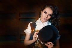 Девушка Steampunk с стеклами верхней шляпы и авиатора стоковое изображение