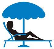 девушка sunbathing Стоковое Изображение
