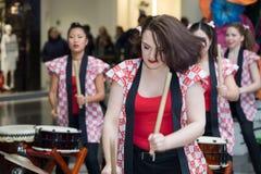 Девушки барабанщиков Taiko Стоковое Фото
