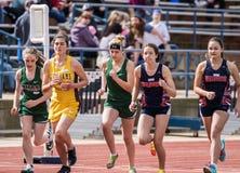 Девушки бегут 1600 метров Стоковая Фотография