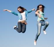 Девушки вдоль поля Стоковое Фото