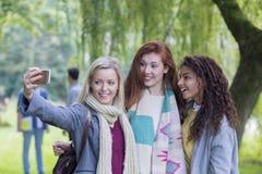 Девушки времени Selfie! Стоковые Фото