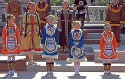 Девушки выполняют на фестивале Стоковая Фотография