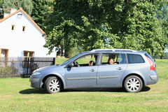 Девушки в автомобиле Стоковые Фото