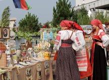 Девушки в белорусских национальных костюмах Стоковая Фотография RF