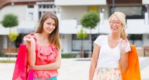 Девушки в городе Стоковое фото RF