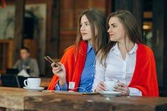 2 девушки в кафе Стоковая Фотография RF