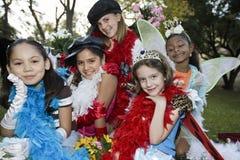 Девушки в красочных костюмах Outdoors Стоковая Фотография RF