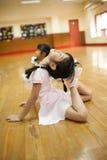 Девушки в начальной школе, принимают курс классического танца Стоковая Фотография RF