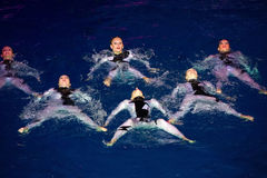 Девушки в первоначально купальниках в бассейне Стоковая Фотография RF