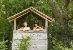 Девушки в пуще Стоковые Изображения