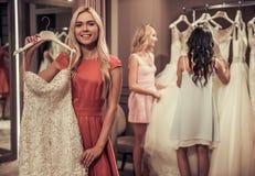 Девушки в салоне свадьбы Стоковая Фотография