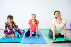 Девушки в спортзале Стоковое Изображение RF
