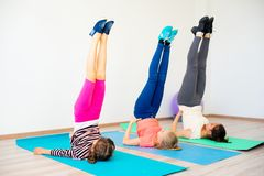 Девушки в спортзале Стоковое Изображение