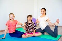 Девушки в спортзале Стоковые Фото