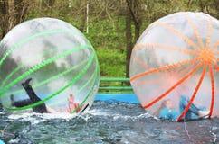 Девушки в шариках стоковая фотография
