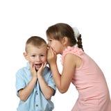 Девушки говорят секреты мальчика Стоковое фото RF