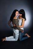девушки горячие 2 девушки друзей стоковая фотография