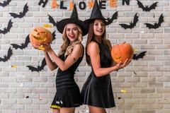 Девушки готовые для партии хеллоуина Стоковая Фотография