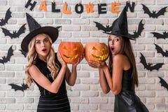 Девушки готовые для партии хеллоуина Стоковые Изображения RF