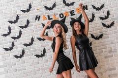 Девушки готовые для партии хеллоуина Стоковые Изображения