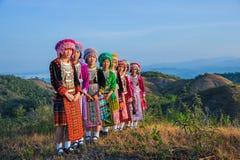 Девушки группы красивые с их красочными платьями Стоковые Изображения RF