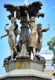 Девушки группы скульптуры фонтана Стоковая Фотография RF
