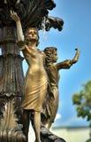 Девушки группы скульптуры фонтана Стоковые Фото
