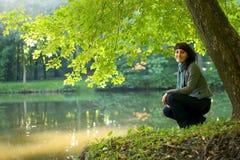 девушки детеныши outdoors Стоковые Изображения