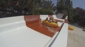 Девушки ехать на аквапарк видеоматериал