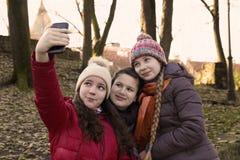 Девушки делают selfie Стоковое Изображение RF